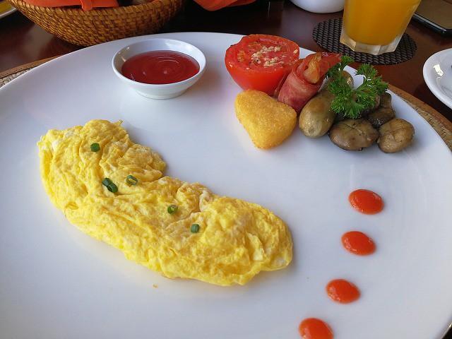 <p>朝食のオムレツ</p>