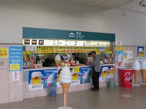 福島競馬場の3階エスカレーター脇売店