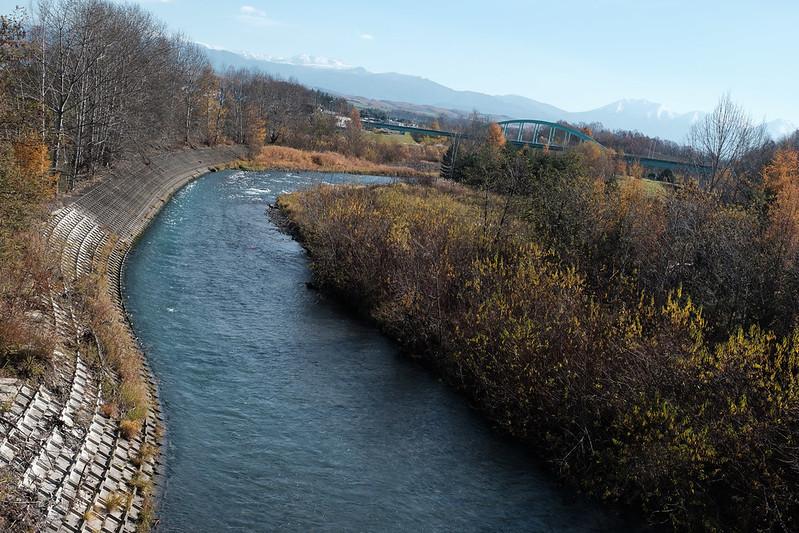 晩秋の美瑛川