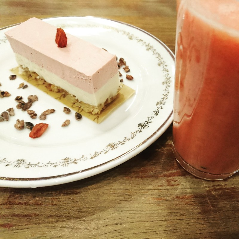 GLUTEN FREE & VEGAN CHOICE:Raw風ストロベリーレモンケーキ、スムージーレッド