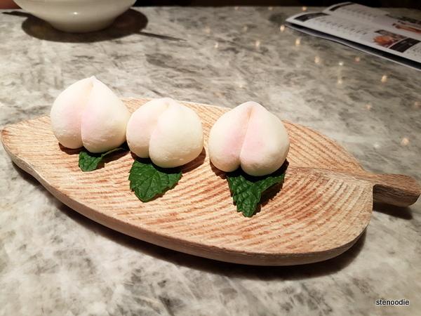 Snowy Durian Cake 冰皮壽桃