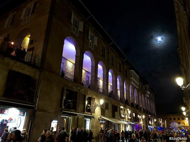 13.000 velas iluminan el Casco Viejo de Vitoria Gasteiz en la Noche de las Velas 0