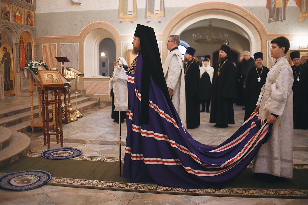 Епископ Домодедовский Иоанн возглавил богослужение в храме Живоначальной Троицы в Троицке