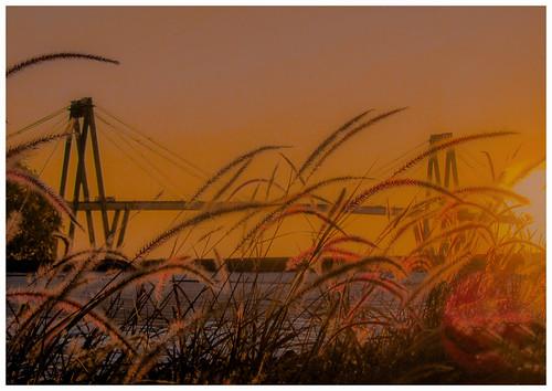 Puente sobre el río Parana, une las ciudades de Corrientes y Resistencia, Argentina. Pont sur le fleuve Parana, reliant les villes de Corrientes et Resistencia, Argentine