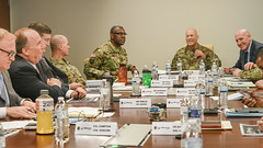 LTG Richardson from AFC visits RDECOM-15