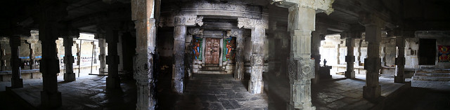 Shiva shrine Garba graha entrance (2)