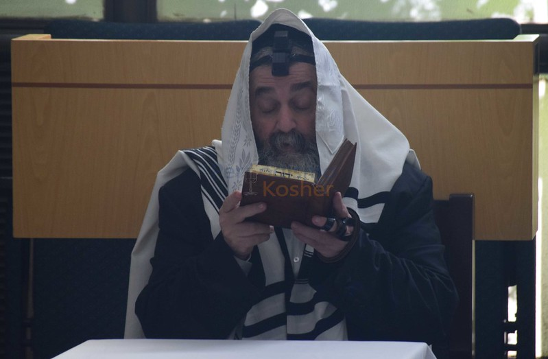 Rab Iekutiel Abujatzira visito Shaare Sion