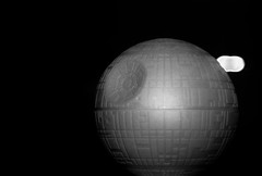 That's no moon it's a space station - Photo of Herbeville