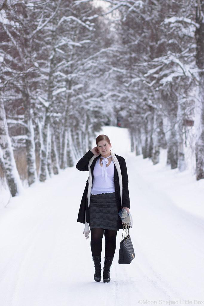 Outfit_white_shirt_tartan_skirt-22