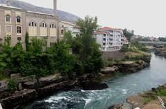Les rives de la Neretva, Mostar, Herzégovine-Neretva, Bosnie-Herzégovine.