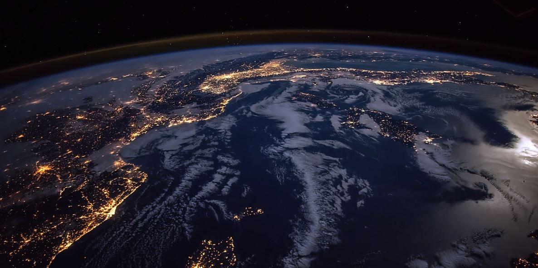 Пролетая над Землей