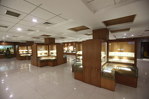 Taka museum display cases