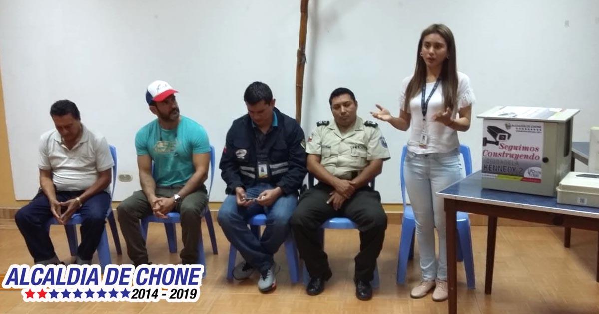 Implementación de alarmas comunitarias, se socializa en barrios de Chone