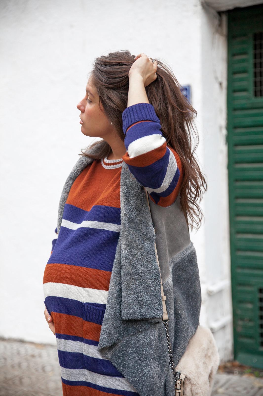013_como_combinar_Vestido_rayas_punto_chaleco_look_embarazo_tercer_trimestre_theguestgirl_fashion_influencer_fashion_portugal_brand_ruga