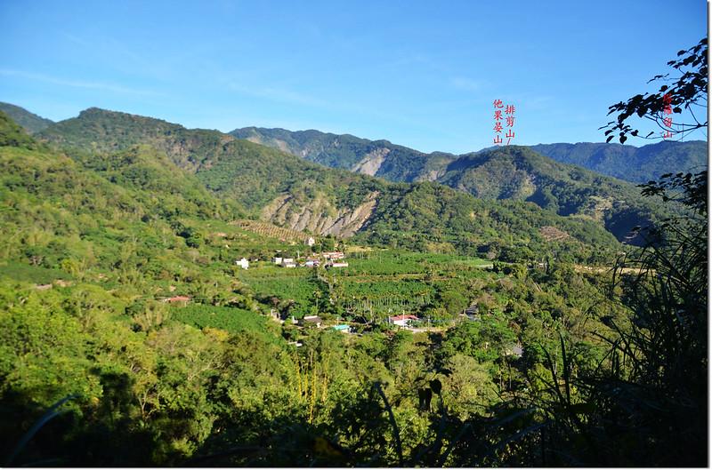 囉囉埔山產道(585 m)北眺群山 1-1
