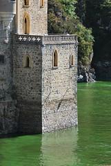 Saint-Priest-la-Roche (42) : château de la Roche - Photo of Neulise