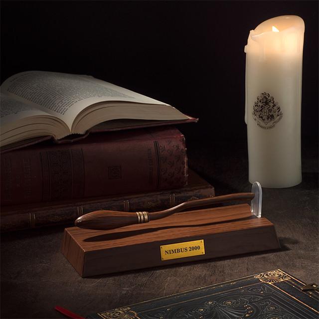 真....真的飛起來啦~~ ThinkGeek《哈利波特》光輪兩千原子筆 Harry Potter Levitating Broom Nimbus 2000 Pen