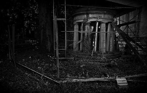 Todesgefahr auf dem Friedhof