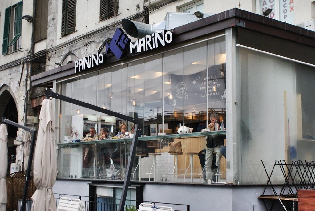 Panini et friture Panino Marino à Gênes.