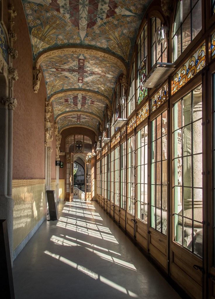 Les couloirs ensoleillés de Sant Pau... 45253049425_0516c95489_b