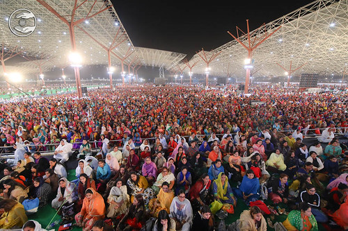 A huge gathering of devotees