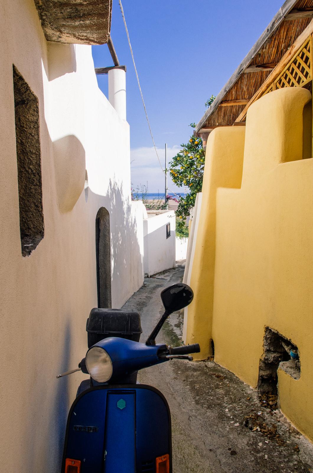 Salina - île éolienne - les petites rues de Santa Maria de Salina