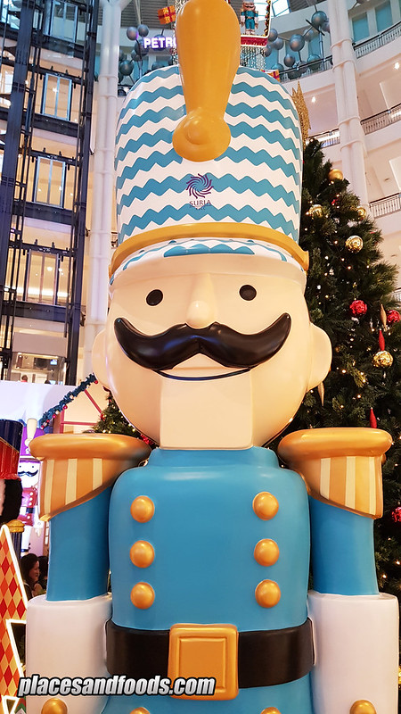 klcc christmas giant nutcracker