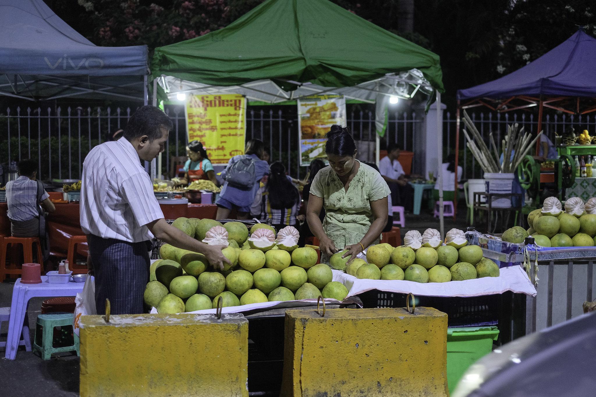 yangon_market_pomelo