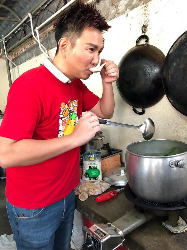 Hos Ho Chak!, Gary Yap menyediakan sebuah hidangan di En Yuan Old Folk Home