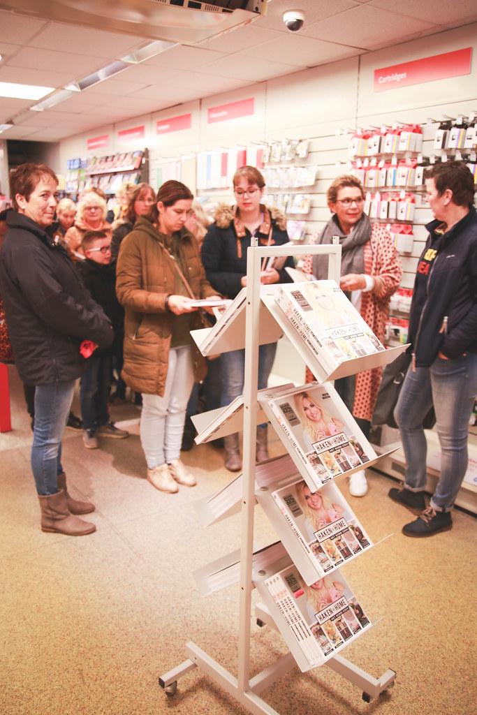 Fotoreportage Bobbi Eden Signeert Eigen Boek Over Haken