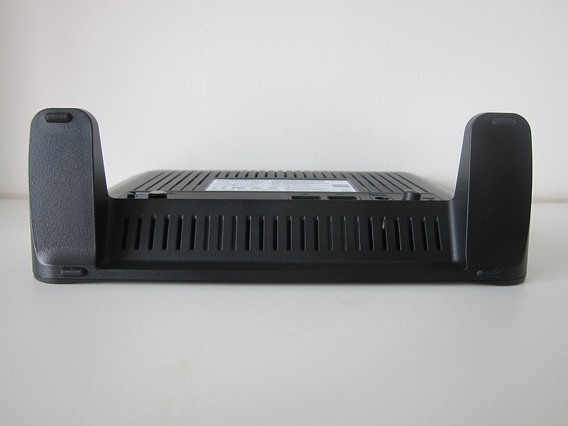Synology Mesh Router MR2200ac - Bottom