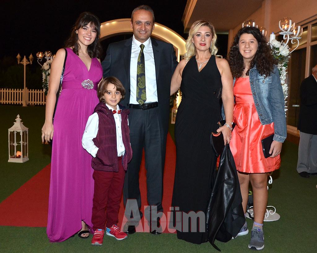 İstanbul Büyükşehir Belediyesi Park ve Bahçeler Müdürü Özkan Gültekin, düğüne ailesi ile birlikte katıldı