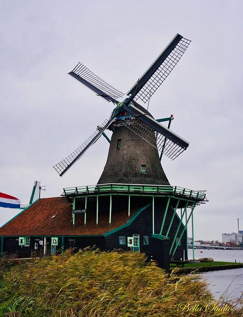Windmill at Zaanse Schans, Sony ILCE-7M3, Sony FE 35mm F2.8 ZA