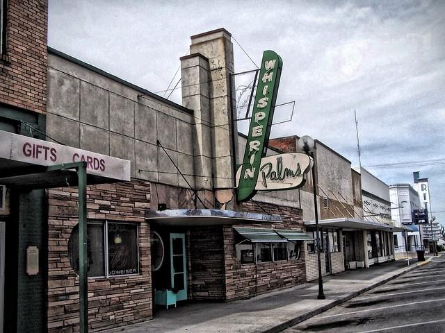 Ritzville Washington - Whisperin Palms - Architecture Moderne - Closed