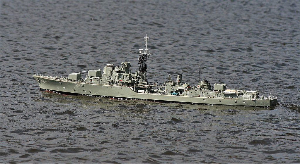 HMAS Voyager | 1/72 scale Daring class destroyer , modelled