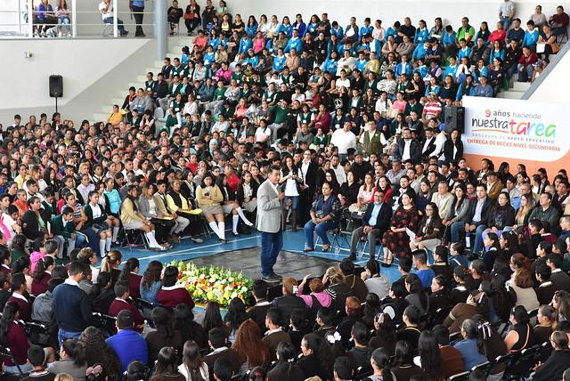Entrega de Becas a Estudiantes de Secundaria de Tlajomulco
