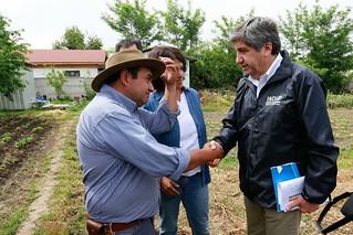 Ministro Walker y director de Indap detallan ayuda a los afectados por granizos.