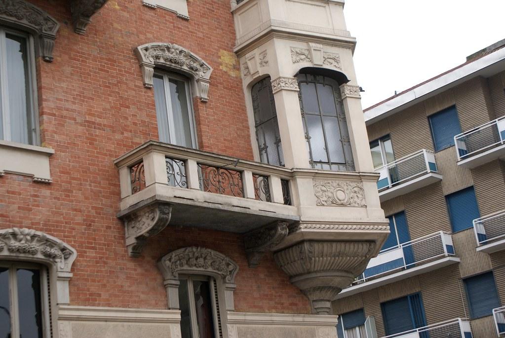 Mélange de style dans le quartier de Borgo Po à Turin.