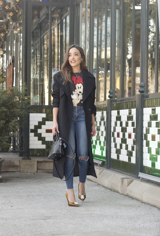 black trench coat amazon fashion minnie t-shirt louis vuitton bag uterqüe street style outfit 20193