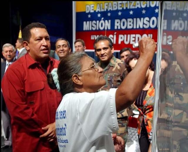 Em 20 anos, Venezuela de Chávez e Maduro dobrou investimentos sociais