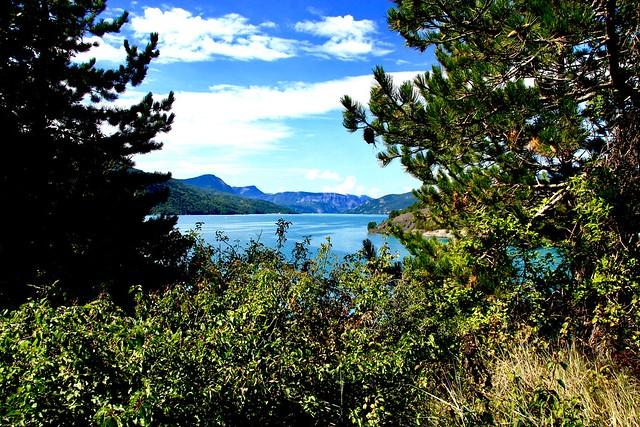 Le lac de serre ponçon  Htes Alpes région PACA France ⛰🐂⛷