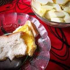 Karbohidrat :white_check_mark: Protein :white_check_mark: Vitamin :white_check_mark: (Mineralnya mana? Eh, anu, ngrikiti sendok saja, itu kan banyak zat besi-nya)