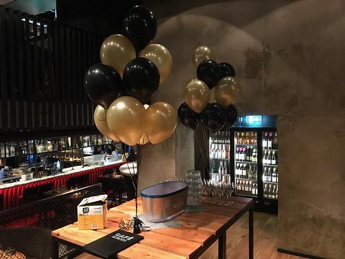 Tafeldecoratie 10 ballonnen Cafe in the City Rotterdam