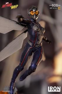 展翅出擊的躍動姿態再現!! Iron Studios《蟻人與黃蜂女》黃蜂女 Wasp 1/10 比例決鬥場景雕像作品