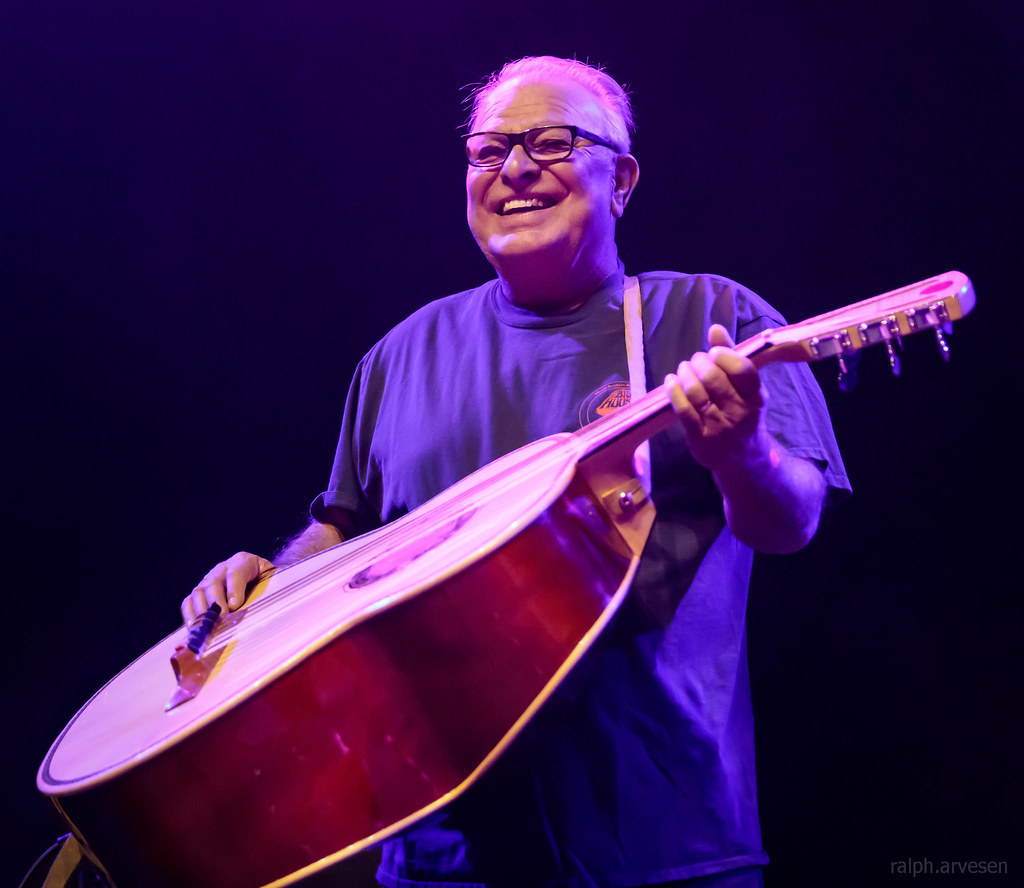 Los Lobos | Texas Review | Ralph Arvesen