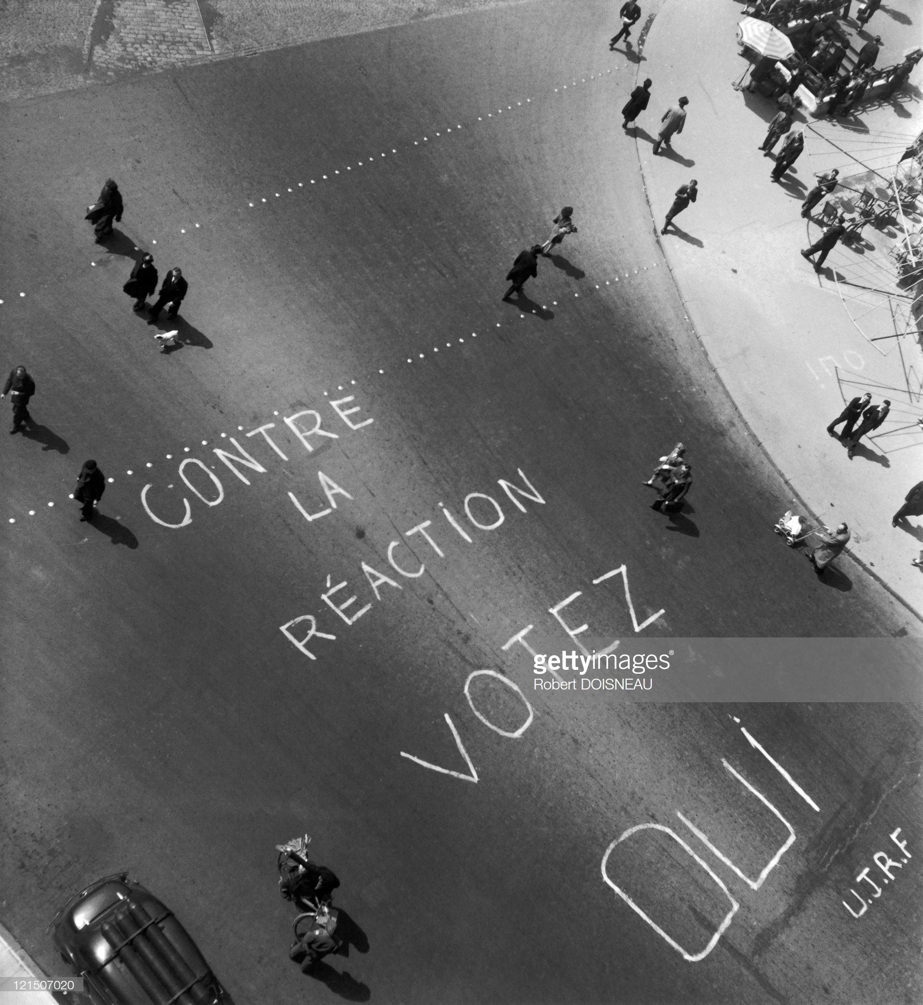 1945. Надпись на проезжей части