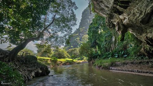 thailand burma boarder cave river