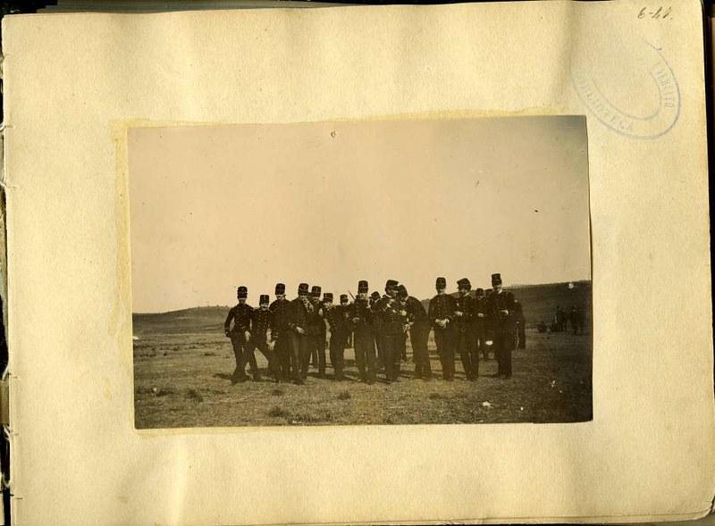 Soldados en una salida a campo. Álbum con fotografías de Toledo hacia 1890. Fototeca del Museo del Ejército, signatura MUE 120476