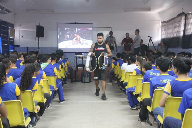 Lutador De Mma Taffarel Brasil Emociona Alunos De Escola