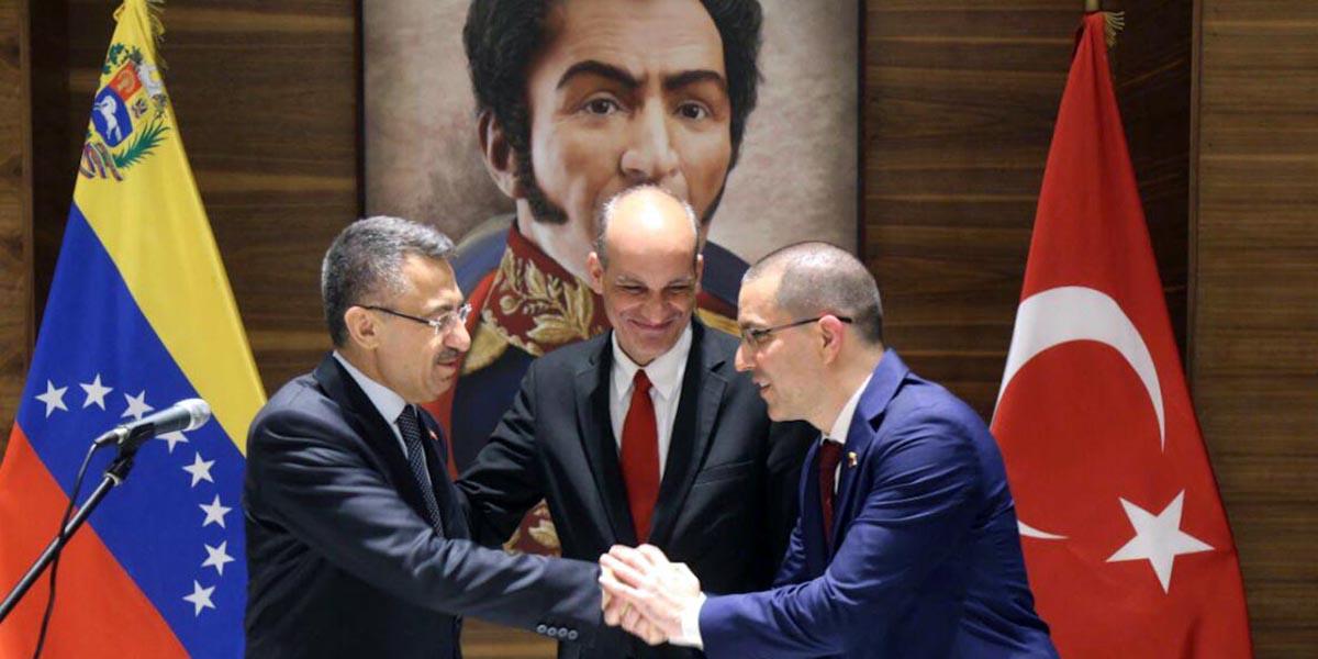 Vicepresidente de Turquía arriba a Venezuela para participar en la juramentación de Nicolás Maduro